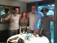 Chefkellner Mateja aus Belgrad und Getränkekellner Vik aus Mauritius