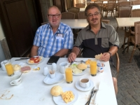 2018 08 31 Eger Hotel Offi Haz Frühstück im Freien
