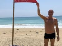 2018 09 27 Kenting South Bay rote Fahne wegen der hohen Wellen