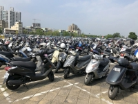 2018 09 28 Kaoshiung Parkplatz für Motorroller