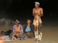 2018 10 23 Ghanzi Folklorevorführung_unser San vom Nachmittag erzählt zwei Geschichten