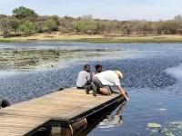 2018 10 24 Maun Sedia Riverside Lodge Wasserentnahme aus Fluss Thamalakane