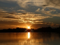 2018 10 25 Okawango Delta Sonnenuntergang mit Sonnenstrahlen