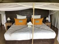 2018 10 25 Okawango Delta tolle Ausstattung des Luxus Zeltes