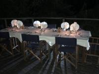 2018 10 25 Okawango Delta wunderschön gedeckte Tische für Abendessen