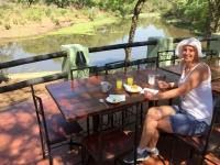 2018 10 31 Livingstone Maramba Lodge letztes Frühstück am Fluss