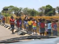 2018 10 31 Schülergruppe auf der Livingstone Brücke