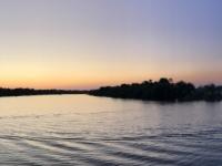 2018 10 29 Bootsfahrt am Sambesi Fluss Sonnenuntergang beginnt