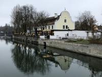 Gasthof Zur Insel mit Spiegelung