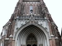 Kirchturm im Ganzen