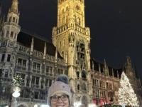 Münchner Rathaus mit Christbaum