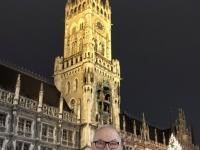 Münchner Rathaus mit Christkindlmarkt