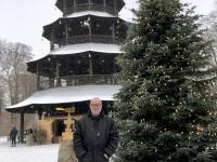 Chinesischer Turm mit Christbaum