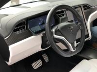 Cockpit des Tesla