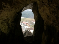 2018 12 29 Burg Predjama Blick von der Höhle