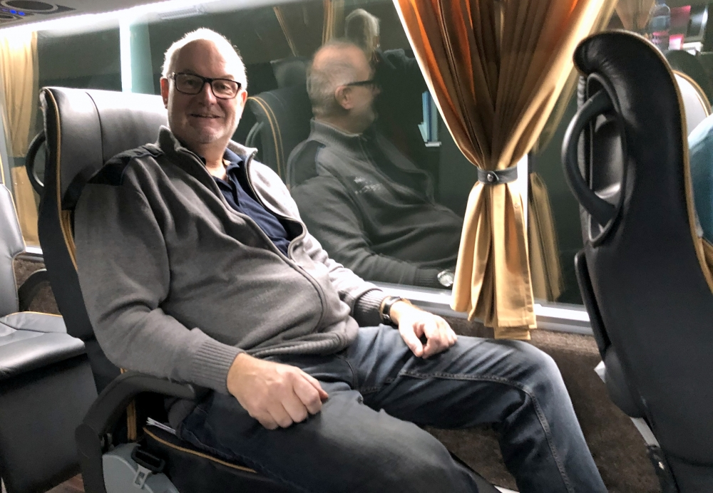 Grosser Sitzabstand im 36er Luxusbus