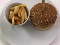 HS Ponantburger mit Pommes