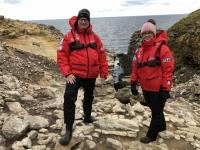 2019 03 05 Felsen mit Rockhoppers Pinguinen