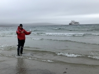 2019 03 06 Saunders Island Wasserentnahme aus dem Südatlantik