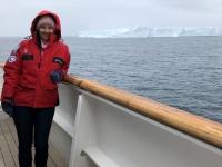 2019 03 11 Riesiger Eisberg mit 400 m Länge bei der Ausfahrt aus dem Draygulsky Fjord