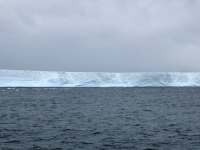 2019 03 11 Riesiger Eisberg bei der Ausfahrt aus dem Draygulsky Fjord