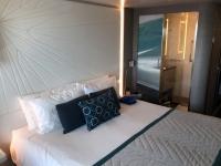Unsere Balkonkabine 309 grosses Bett und Blick ins Bad