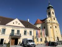 Rathaus mit Kirche Laxenburg