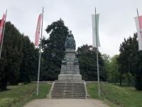 Denkmal Maria Theresia_der Gründerin der Militärakademie