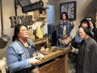 Chefin der Benediktiner Seifenmanufaktur erklärt Seifenproduktion