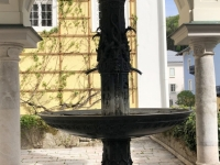 Pilgerbrunnen an der Nordseite der Wallfahrtskirche