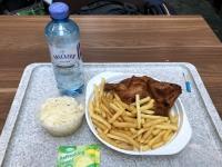 Mittagessen am Hbf Grillhenderl vom Wienerwald