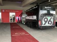 Mannschaftsbus Hannover ist schon da