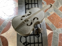 Geige aus Marmor
