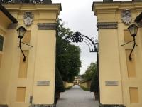 Langer Eingang zum Schloss Hellbrunn