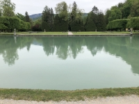 Riesige Teiche im wunderschön angelegten Garten