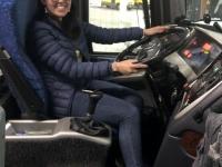2019 05 26 Reiseleiterin Gloria etwas zu klein für den Bus