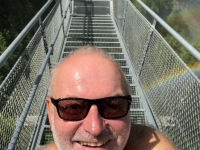 Selfie auf der langen Hängebrücke