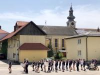 Die Kieler Sprotten marschieren im Brauereihof ein