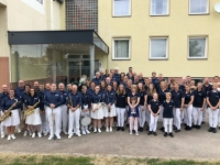 Gruppenfoto vor Turnerheim