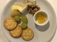 Käseteller und Crackers 1