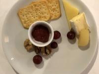 Käseteller und Crackers