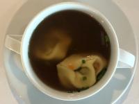 Suppe Gemüsebrühe und Ricotta Tortellini