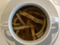 Suppe Rinderbrühe und Frittata