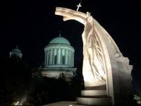 2019 07 18 Esztergom Basilika mit Denkmal Hl Stefan