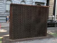 2019 07 19 Budapest Eiserner Vorhang vor dem Haus des Terror