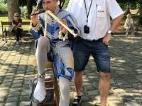 2019 07 19 Esztergom Flötenspieler vor Basilika
