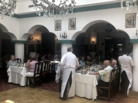 2019 07 23 Bukarest Mittagessen im Restaurant Javistea