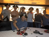 2019 07 23 Kellner am Piratenabend am Schiff