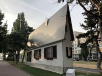2019 08 03 Narrow House des Österreichers Erwin Wurm