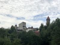 Burg Clam in der Ferne